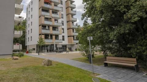 """Mehr als Wohnungsbau: Das Projekt """"Zuhause in Mainz"""", das unter anderem am Westring verwirklicht wurde, umfasst auch ein Nachbarschaftscafé und eine ambulante Tagespflege. Foto: Harald Kaster"""