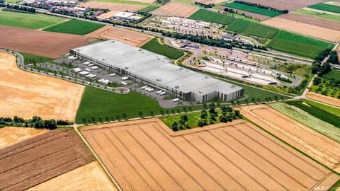 Visualisierung der Logistikhalle, die unlängst an der A 45 im Interkommunalen Gewerbegebiet Limes entstanden ist. Foto: Dietz AG