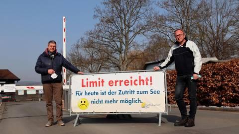 Wollen in Sachen Verhaltensregeln an den Seen in Wißmar und in Dutenhofen zusammenarbeiten (v.l.): die Betreiber Mike Will und Markus Strasser.  Foto: Freudenmann