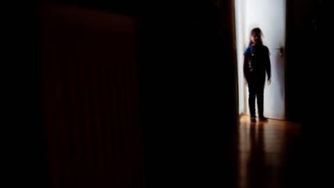 Kinder und Jugendliche leiden besonders unter den Corona-Einschränkungen. Vielfach werden sie depressiv. Foto: Nicolas Armer/dpa