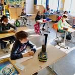 Auch in der Wiesbadener Friedrich-Ludwig-Jahn-Schule werden die Kinder wieder unterrichtet. Foto: Sascha Kopp
