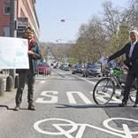 Verkehrsdezernent Andreas Kowohl (r.) stellt das Projekt vor. Foto: Rene Vigneron