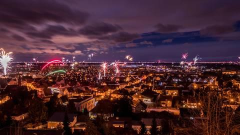 Heppenheim zum Jahreswechsel: Dass es Donnerstagnacht auch so aussehen wird, ist eher unwahrscheinlich. Archivfoto: Sascha Lotz