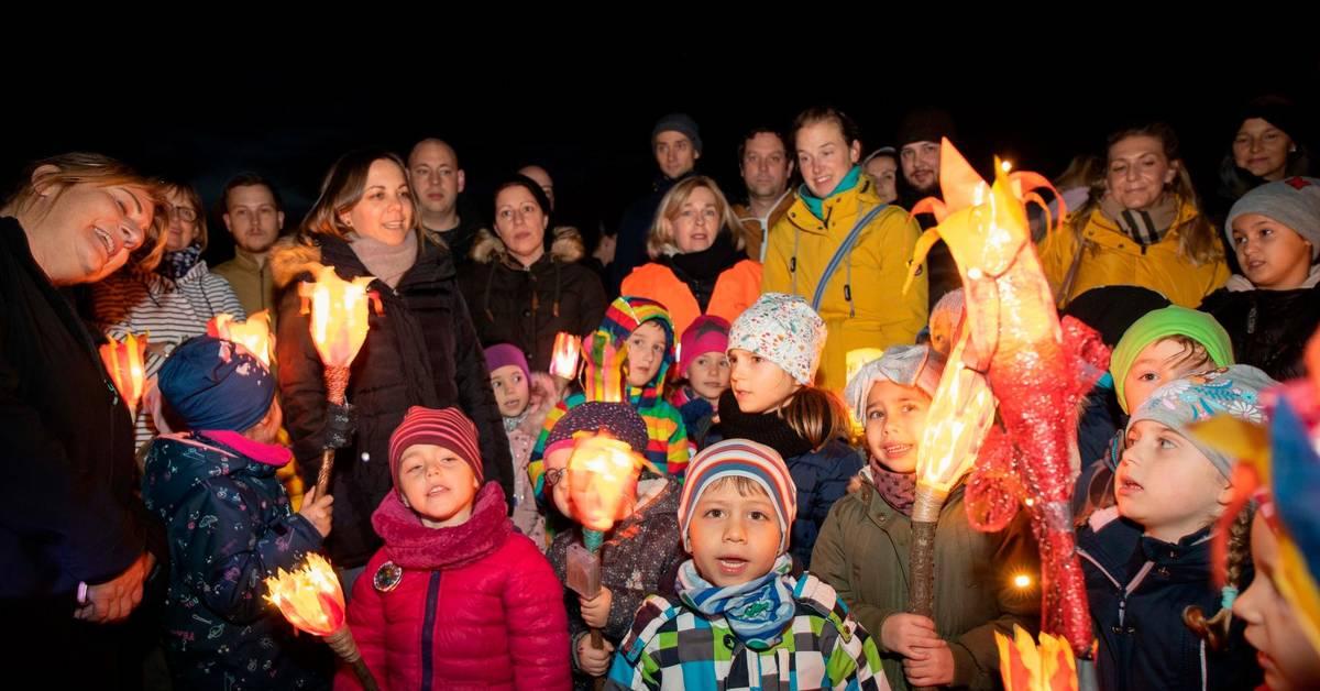 Lampertheim: Kita-Kinder demonstrieren für Erhalt des Waldes - Echo Online
