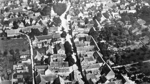 Dalheim blickt auf über 1250 Jahre Ortsgeschichte zurück. Hier eine Luftaufnahme des Ortes aus dem Jahr 1941. Foto: Heimat- und Geschichtsverein Dalheim
