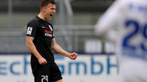 Drin ist er - Jonas Arcalean bejubelt seinen dritten Saisontreffer für den FC Gießen, der den 1:1-Endstand bedeutet. Foto: Eibner