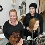 Die Brautsaison steht vor der Tür, dafür haben sich Silja Wolf (rechts) und Katrin Stoll von Siljas 60's Hair in Hallgarten im Lockdown online viele neue Ideen geholt und ausprobiert. Foto: Wolf