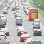 Auch schon wieder zwei Jahrzehnte her, als sich diese Autos in Richtung Süden stauten. Aber hat nicht jeder von uns irgendwo sein Nürnberger Kreuz? Foto: dpa