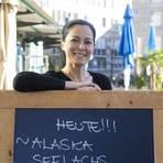 Die Gastronomin Neslian Kürtbagi wünscht sich Lösungen, die allen ermöglichen, ihren Beruf weiter auszuführen.  Foto: Vollformat/Volker Dziemballa