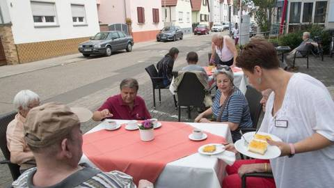 Für die Gäste gibt es vom Team des Dietrich-Bonhoeffer-Hauses Kaffee und Kuchen. Foto: Thorsten Gutschalk  Foto: Thorsten Gutschalk