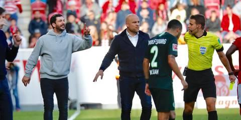 Schwarz Sieht Als Erster Bundesliga Coach Gelb Rote Karte