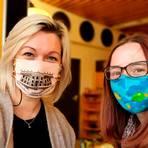 """Auch für sie gehört die Maske inzwischen zur """"Arbeitskleidung"""": die Erzieherinnen Kristina Haber (links) und Kim Peutz. Foto: Kristina Haber"""