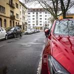 Durch die Boppstraßen-Sanierung fallen Parkplätze weg, die am Bonifaziusplatz (Bild) eigentlich zum Teil kompensiert werden sollten. Doch jetzt fallen auch dort weitere Plätze weg. Kritisiert wird nun im Ausschuss vor allem die Stadtverwaltung. Archivfoto: Lukas Görlach
