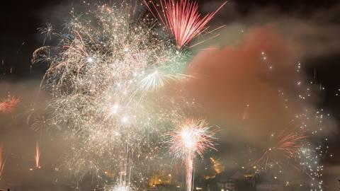 Impressionen von dem Feuerwerk über dem Weilburger Stadtteil Waldhausen hat Tageblatt-Leser Christoph Weber festgehalten.  Foto: Christoph Weber