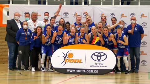 Platz drei: Der BC Marburg, zwischenzeitlich Letzter, hat die Saison in der Basketball-Bundesliga der Frauen mit einer Medaille beendet.  Foto: Jens Schmidt