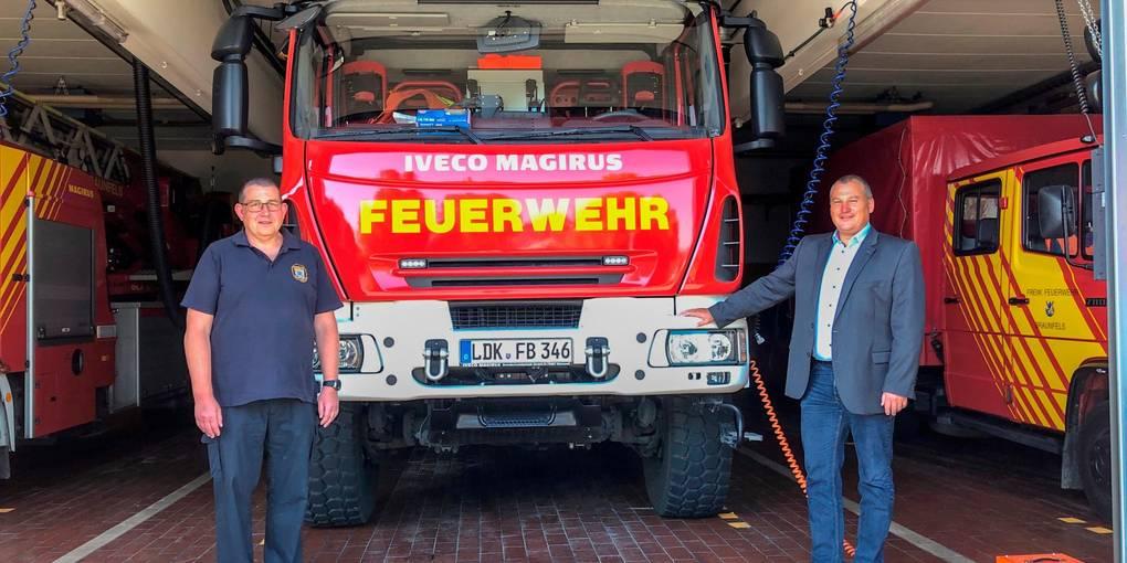 Berichten über die aktuellen Entwicklungen der Feuerwehr in Neukirchen (v.l.): Stadtbrandinspektor Michael Rack und Bürgermeister Christian Breithecker.  Foto: Jenny Berns