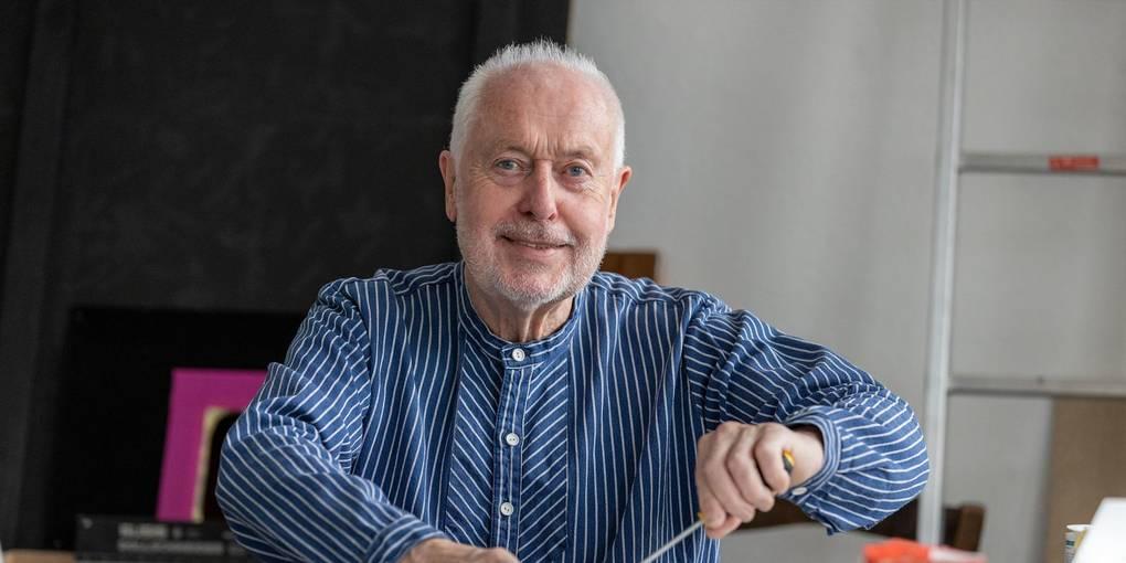 Bernhard Meyer, der sich als Künstler Bernhard & Meyer nennt, in seinem Arbeitsraum im Darmstädter Atelierhaus. Foto: Joaquim Ferreira