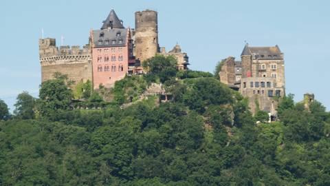 Die Schönburg thront oberhalb von Oberwesel. Foto: Wolfgang Blum
