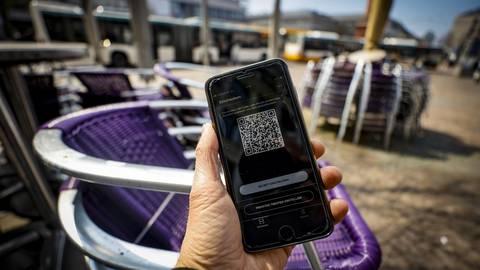 Die Luca-App soll bei der Kontaktnachverfolgung im Corona-Fall helfen, hat nach Ansicht von IT-Experten aber Sicherheitslücken. Foto: Sascha Kopp