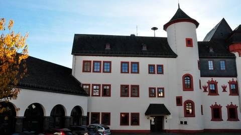 Am Dienstag kommen die Gemeindevertreter Mengerskirchens erstmals nach der Kommunalwahl im Schloss Mengerskirchen zusammen.  Foto: Ulrike Sauer
