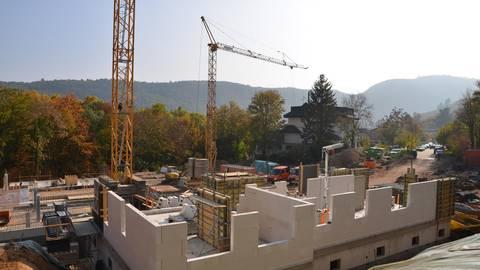 Bereits im Frühjahr wurde mit den Baumaßnahmen auf dem Gelände begonnen. Foto: Volksbank