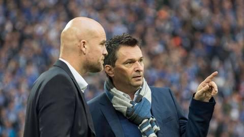 2016 begrüßt Christian Heidel (rechts) als Schalker Sportvorstand seinen Mainzer Kollegen Rouven Schröder. Heidel ist nun wieder in Mainz, Schröder bald auf Schalke.  Archivfoto: imago