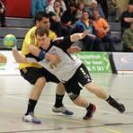 Christopher Theuer (rechts, hier gegen Völklingen) spielte 2016 für die SG Saulheim in der Oberliga. Archivfoto: pa/Axel Schmitz