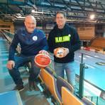Eine Halle mit zwei Geschäftsführern: Andreas Joneck (l.) vom RSV Lahn-Dill und Björn Seipp von der HSG Wetzlar. Foto: Alexander Fischer